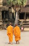 Буддийские монахи на Angkor Стоковые Изображения