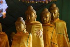 Буддийские монахи с topknots Стоковые Фотографии RF