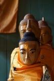 Буддийские монахи с topknots Стоковые Изображения
