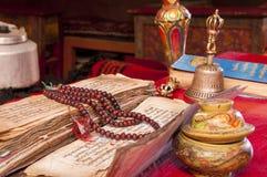 Буддийские религиозные Vajra, Japa Mala и колокол Стоковые Изображения