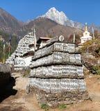 Буддийские стены mani молитве стоковое изображение rf