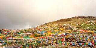 Буддийские тибетские флаги молитве Стоковое фото RF