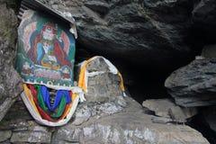 Буддийский алтар в пещере Стоковые Изображения