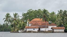 Буддийский висок на острове Madu реки в Шри-Ланке Стоковое Изображение RF