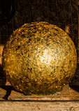 Буддийский золотой шарик стоковое фото