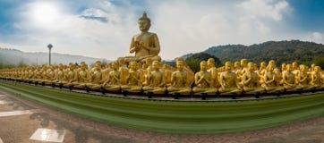 Буддийский парк Makha Bucha памятников, Стоковое Изображение