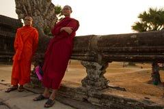 2 буддийских монаха Angkor Wat, Siem Reap, Камбоджи Стоковое фото RF