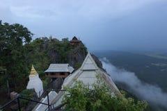 Буддийское религиозное место на горе Стоковые Изображения