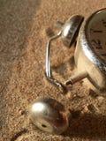 Будильник на песке Стоковые Изображения RF
