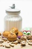 Булочка грецкого ореха на белой предпосылке стоковые фотографии rf
