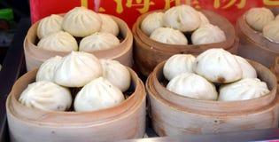 Будочка еды улицы продавая китайца специальности испарилась вареники в Пекине размещала в Пекине, Китае Стоковая Фотография RF