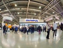 Будочка компании Olympus на торговой выставке PhotoForum 2017 стоковое фото rf