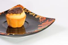 Булочка на черном блюде 01 Стоковые Фото