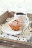 Булочка, полисмен кофе и загоренная гирлянда Стоковые Изображения