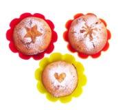 Булочка с звездой, сердцем и солнцем сахара замороженности в формах цвета Стоковые Фотографии RF