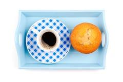 Булочка с кофе на подносе Стоковые Изображения RF