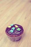 Булочка шоколада на деревянной земле Стоковые Фотографии RF