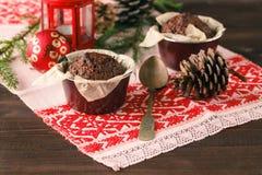 2 булочки, булочка шоколада и булочки циннамона - сладостная еда Стоковые Изображения