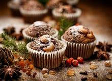 Булочки грецкого ореха шоколада рождества на деревянном столе Стоковые Фотографии RF