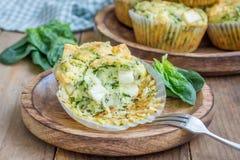 Булочки закуски с сыром шпината и фета стоковое изображение rf