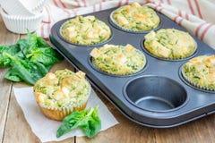 Булочки закуски с сыром шпината и фета стоковые фото