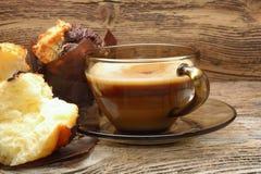 Булочки и чашка кофе шоколада Стоковая Фотография