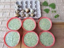Булочки крапив варя с яичками триперсток стоковая фотография
