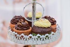 Булочки с сливк ванили и шоколада Стоковая Фотография
