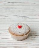 2 булочки украшенной с красными сердцами Стоковые Фотографии RF