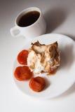 Булочки Eggnog с кофе и абрикосами Стоковое Изображение