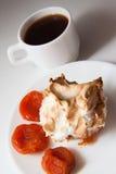 Булочки Eggnog с кофе и абрикосами Стоковые Изображения RF