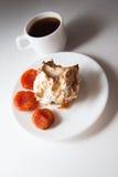 Булочки Eggnog с кофе и абрикосами Стоковые Фото