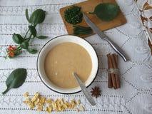 Булочки Kalanchoe, варя вегетарианскую еду с kalanchoe выходят стоковые фото