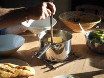 Будучи послуженным суп стоковые фотографии rf