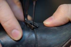 Будучи сшитым ботинок крупного плана Стоковые Фотографии RF