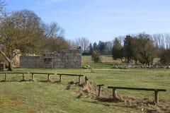 Булыжник остается королевского стержня, перечисленный как памятник, в Wrangelsburg, Mecklenburg-Vorpommern, Германия стоковые фотографии rf