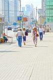 Бульвар август Москвы новый Arbat жары Стоковые Фотографии RF