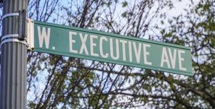 Бульвар знака улицы исполнительный в Вашингтоне - DC ВАШИНГТОНА - КОЛУМБИЯ - 7-ое апреля 2017 Стоковое Изображение RF