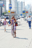 Бульвар Москвы новый Arbat летнего дня жары Стоковое Изображение RF