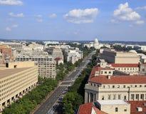 Бульвар Пенсильвании, вид с воздуха с федеральными зданиями включая США помещает здание, министерство юстиции и капитолий в архив Стоковые Фотографии RF