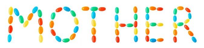 Будьте матерью литерности сделанной из пестротканых изолированных конфет на белизне Стоковые Фото