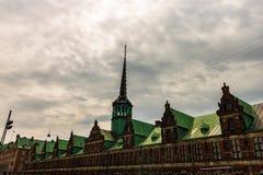 Бывшее здание фондовой биржи - Копенгаген, Дания стоковые изображения