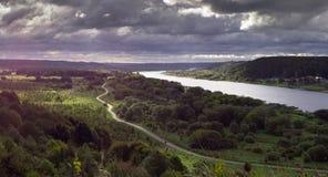 Былинный панорамный взгляд от поднимающего вверх холма стоковое изображение rf