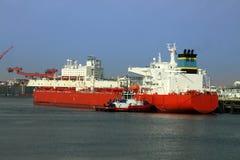 был причаленным нефтяным танкером стоковое изображение
