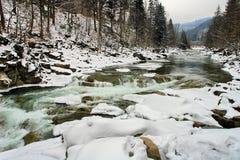 Быстрая вода реки горы стоковое фото rf