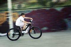 Быстрая езда bike Стоковые Изображения