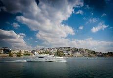 Быстрая и роскошная яхта Стоковые Фотографии RF