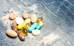 Быстрая обработка Рецепт медицины Здравоохранение и болезнь Доза и наркомания шприц фокуса снадобья наркомании Медицина и стоковое фото
