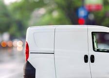 Быстрая поставка, фургон на улице города Стоковая Фотография RF