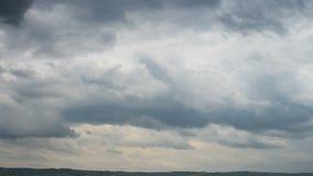 Быстрое движение ливневых облака сток-видео